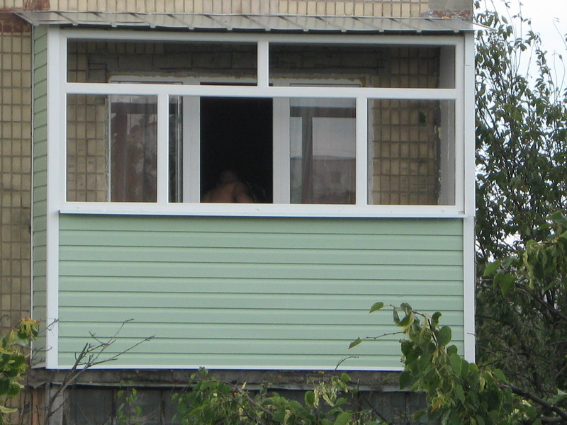 Отделка балконов сайдингом фото..